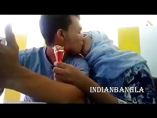 Dhaka, Bangladesh, lovers kiss in public
