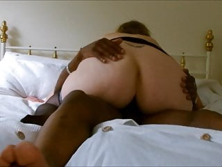 BIG BOOTY PAWG MILF BOUNCES ON BLACK COCK