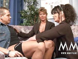 Film MMV Insegnante maturo si diverte con una coppia