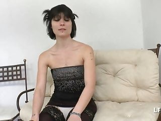 Hardcore French Small Tits video: Petite francaise bien defoncee pour son casting porno