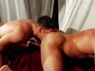 Muscle hunks fuck!