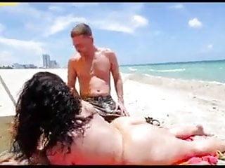 bunda grande na praia