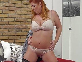 Curvy Housewife