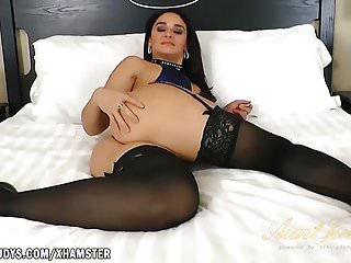 Sheena ryder is sexy animal in bed...