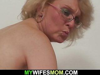 kočička jíst a stříkat porno