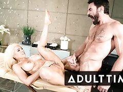 Stunning Luna Star Lets Squirts Fly During Nuru Massage
