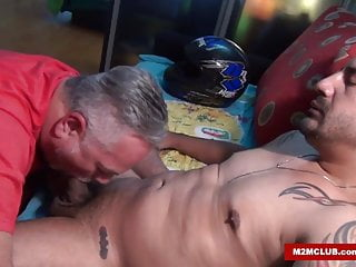 Bisex a Barebacking Macho Latin Queer