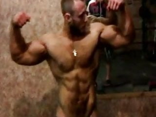 Str8 russian guy flexing...