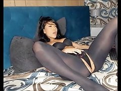 brunette masturbate in open pantyhose