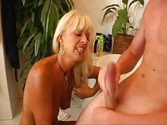 Blond Cougar Munches Youthful Guy's Donk In Bathtub