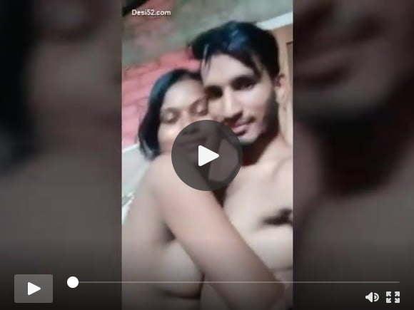 देसी ग्रामीण जोड़ी आउटडोर चुंबन