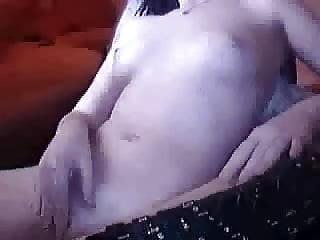 Sandra masturbate sich vor webcam 2