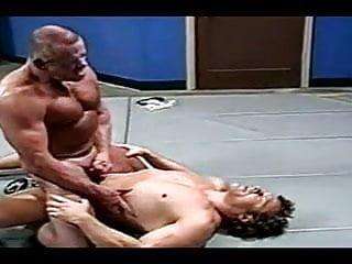 سکس گی او را به پایین نگاهی کشتی عضله