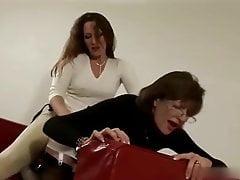 Lady Sonia wird mit Strapon gefickt