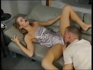 Anja Juliette Laval fickt ihrem Mann