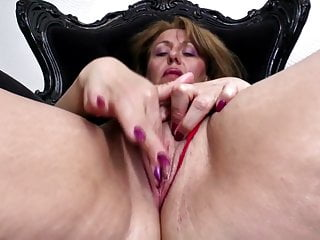Sexy old mom with and thirsty vagina...