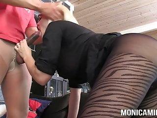 MonicaMilf e Samson stanno facendo una doppia scopata di nylon