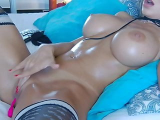 Young Girl With A Stunning Body And Funky Tits Masturbates