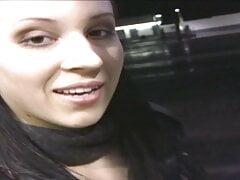 Geile Studentin an der Tankstelle aufgerissen + durchgefickt