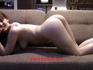 Studentin masturbiert zu Hause vor der Cam - Sexfreunde.com