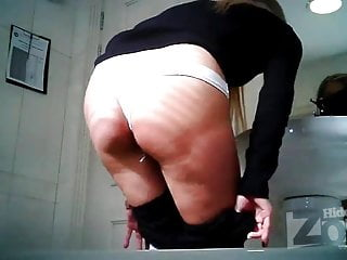 pad with tampon wc spy camera HD Sex Videos