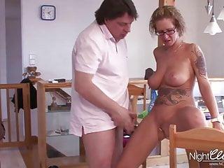 Sexy frau nackt bekommt draussen arsch fick