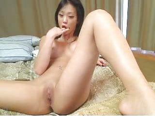Girl fingering on her webcam...