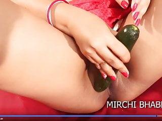 Desi Mirchi Bhabhi Removes Saree, HD