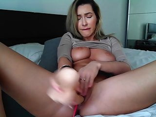 after place the fuck toy in her firm cunt, she eat it