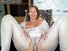 Chubby mature lady fingers on cam