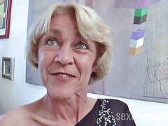 Brunette Granny Rita with willing wet cunt