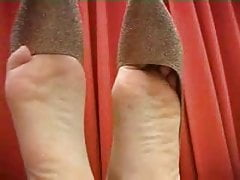 Pip Demonstrate Chinese Barefeet Feet Posing