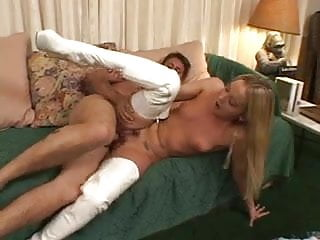 Youngster blonde girl want to ride his boyfriend cocks in the bed