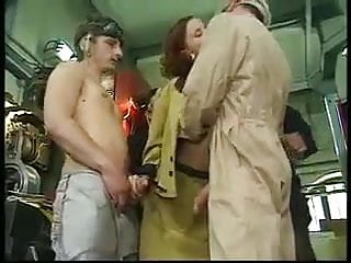 Anal Gangbang porno: Lily Baydero aka Dina Dawn wild DP orgy