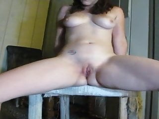 Sexy girl outside pissing...
