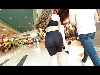 candid ass of teen in leggigns