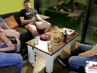 Hobbyhure im Gangbang Rausch SpermaFickfest auf JGA