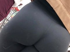 candid brunette pawg black leggings no pantiesfree full porn
