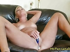 Mommy Shows Me What Her Pretty Pussy Can Do
