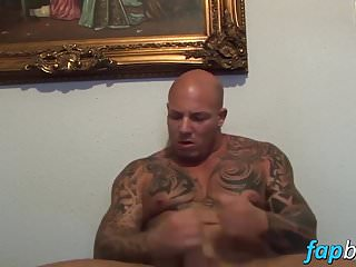 Tattoed muscular stud works out his cock cam...