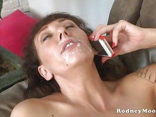 Slim MILF Alia Janine Big Tits Ottiene un viso da Rodney