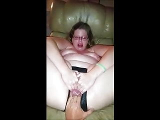 Chubby girl get fisted till squirt...