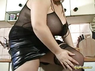 Huge breasts babe dildoing her juic pussy deep hard