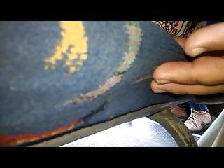 TALLANDOLE EL DEDO RAYA CULO MILF BUS 1