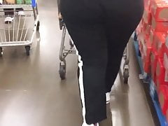 Black Donkey Hefty Cougar Bussin Out Her Joggers(2)