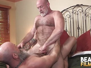 Bearfilms nick maduro sucked off and cub hole...
