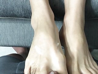 Footjob red toe