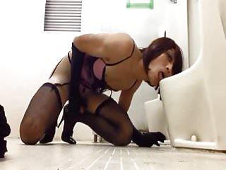 Kinky slave crossdresser strokin...