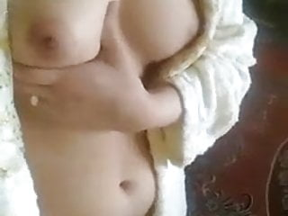 Nice boob show...