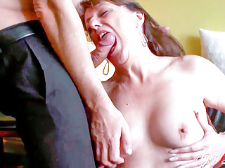 AGEDLOVE – British Sexy mom Pandora Has Crazy Pound